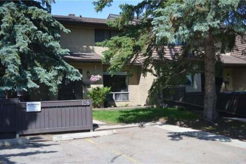 Townhouse for sale at 2300 Oakmoor Dr Southwest Unit 128 Calgary Alberta - MLS: C4306374