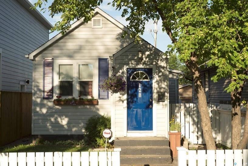 House for sale at 128 G Ave N Saskatoon Saskatchewan - MLS: SK785514