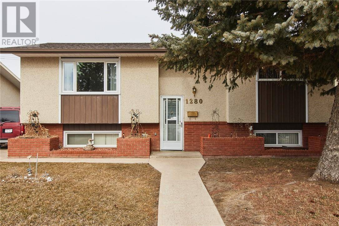 House for sale at 1280 Crockford Cres Nw Medicine Hat Alberta - MLS: mh0190270