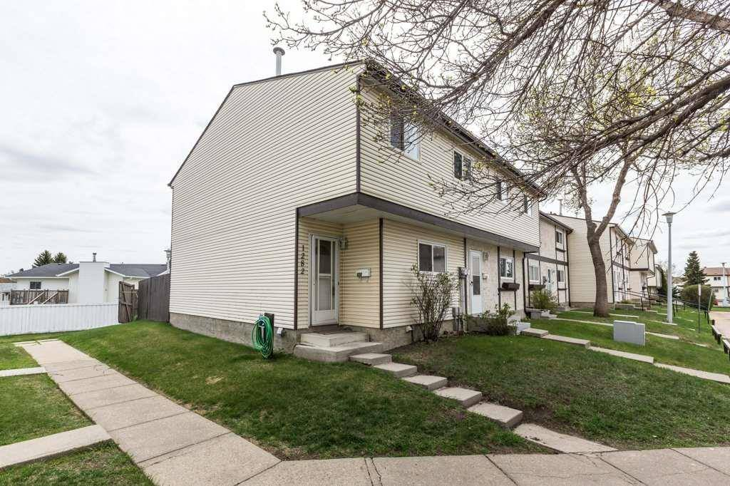 Townhouse for sale at 1282 Lakewood Rd Nw Edmonton Alberta - MLS: E4184250