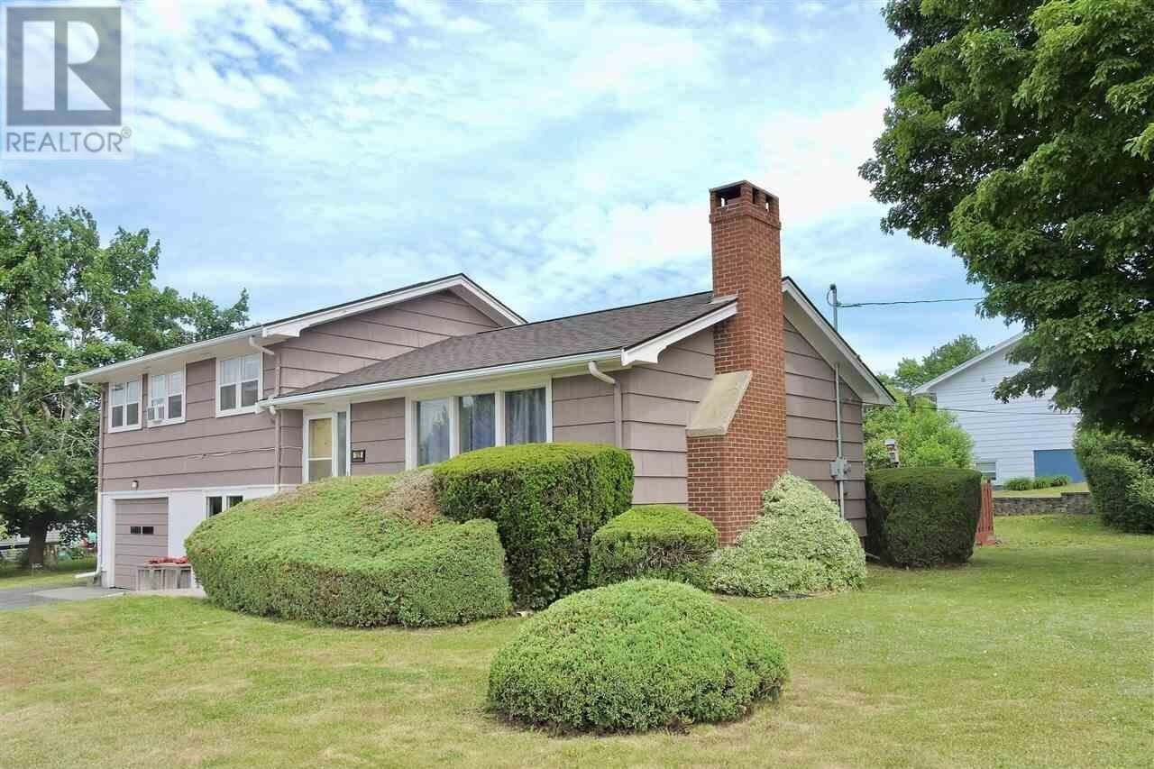 House for sale at 129 Dominion St Bridgewater Nova Scotia - MLS: 202011689