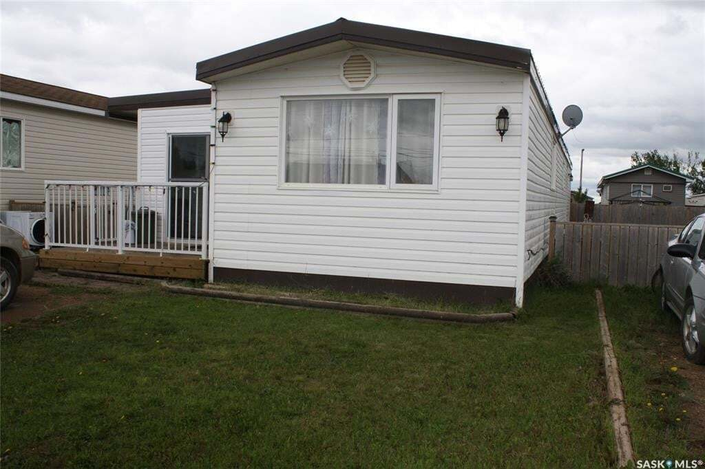 Home for sale at 106 1st Ave SW Unit 13 Weyburn Saskatchewan - MLS: SK813881