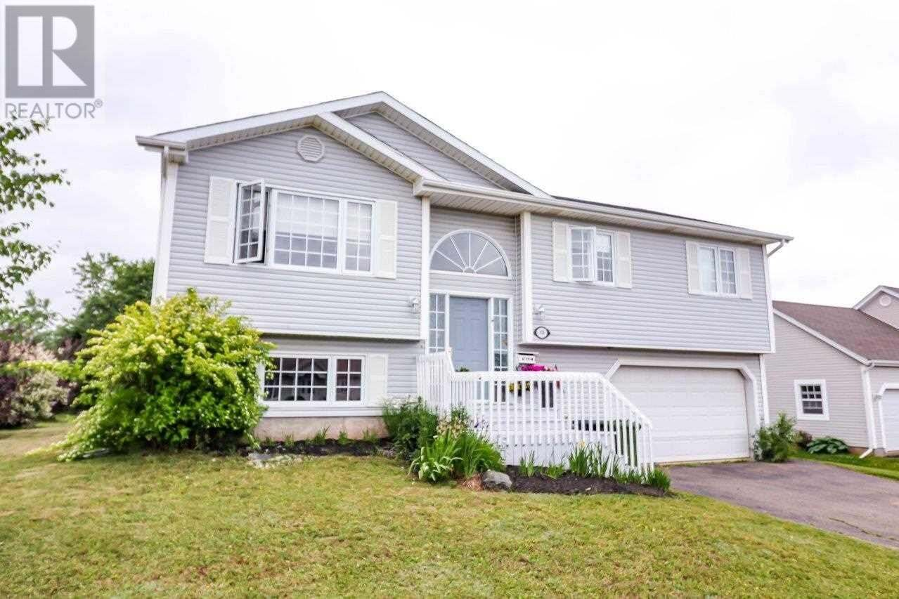 House for sale at 13 Commonwealth Ave West Royalty Prince Edward Island - MLS: 202011393