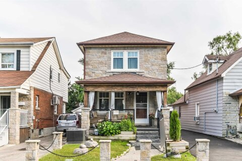 House for sale at 13 Lippincott St Toronto Ontario - MLS: W4898314