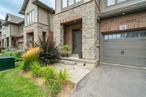Townhouse for rent at 13 Southshore Cres Hamilton Ontario - MLS: X4994958