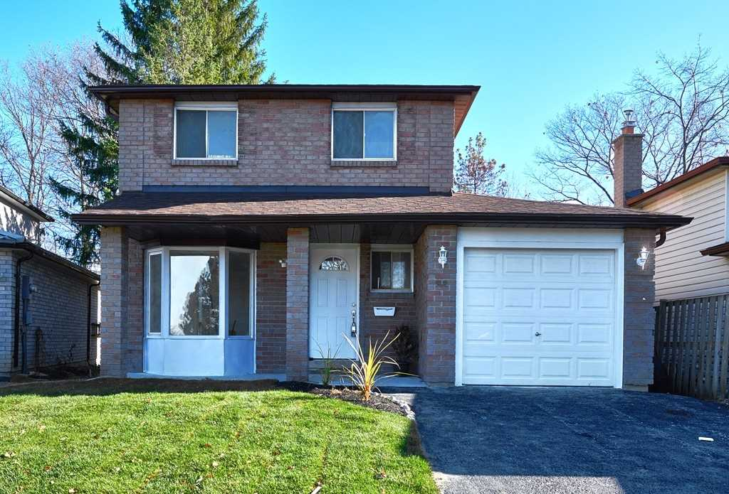 For Sale: 13 Wilson Court, Barrie, ON | 3 Bed, 2 Bath House for $620000.00. See 19 photos!