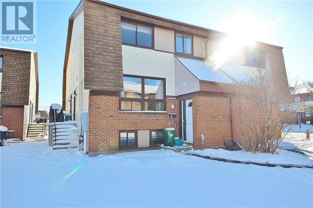 Townhouse for sale at 13 Woodvale Green Ottawa Ontario - MLS: 1179274