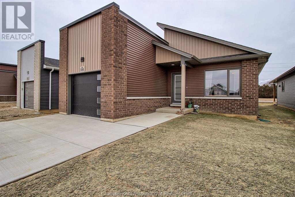 House for sale at 130 Moonstone Cres Chatham Ontario - MLS: 21000397