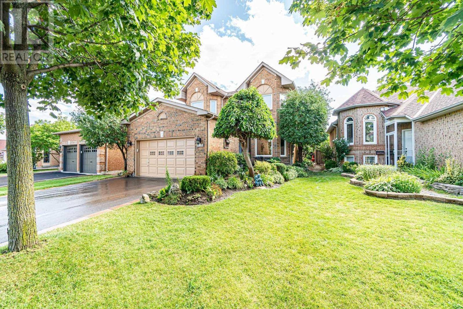 House for sale at 130 Royal Orchard Dr Brampton Ontario - MLS: W4559051