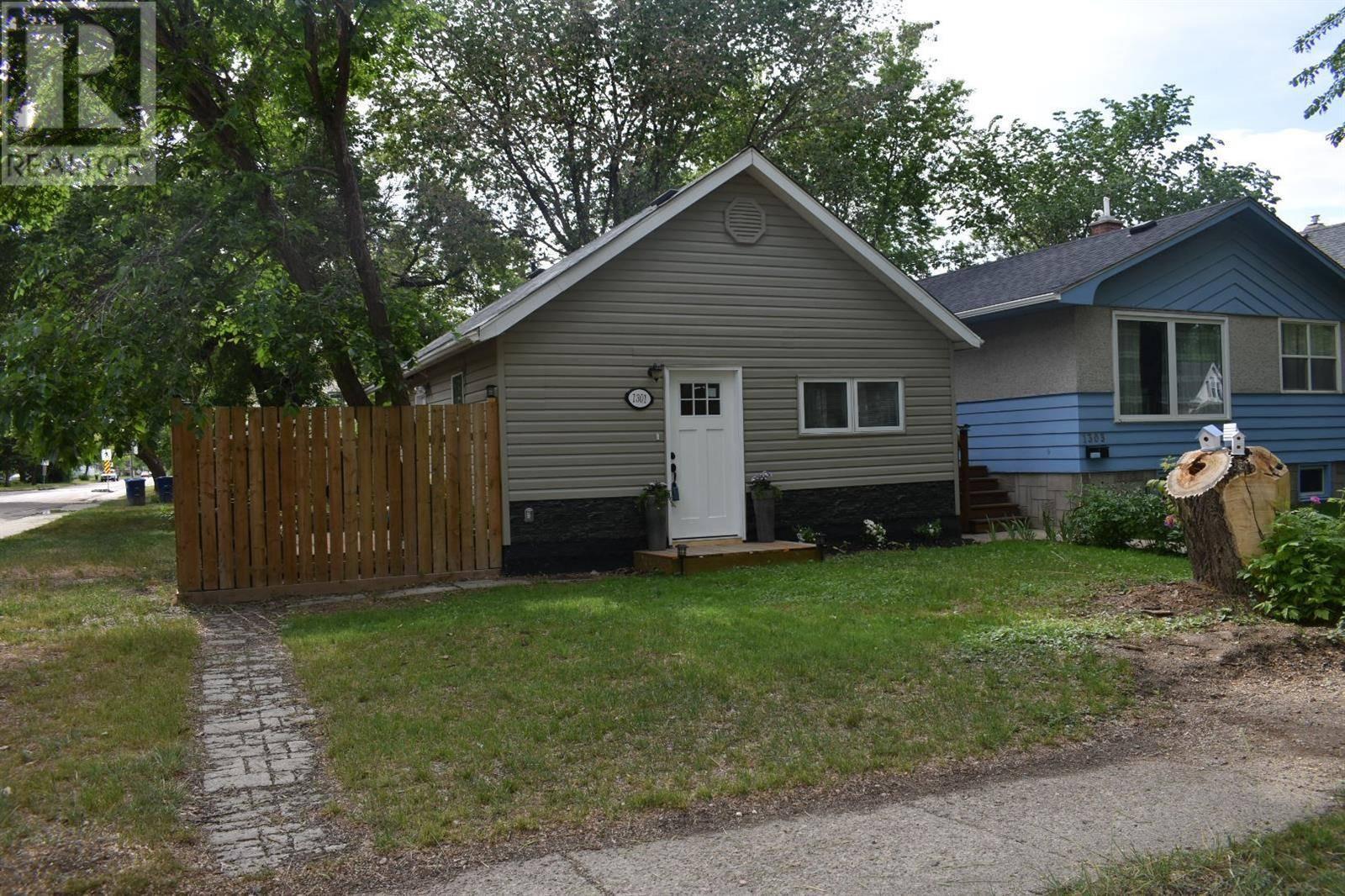 House for sale at 1301 D Ave N Saskatoon Saskatchewan - MLS: SK777429