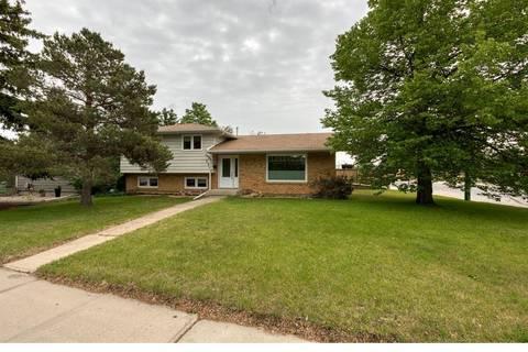 House for sale at 1301 Prince Cres Moose Jaw Saskatchewan - MLS: SK777239