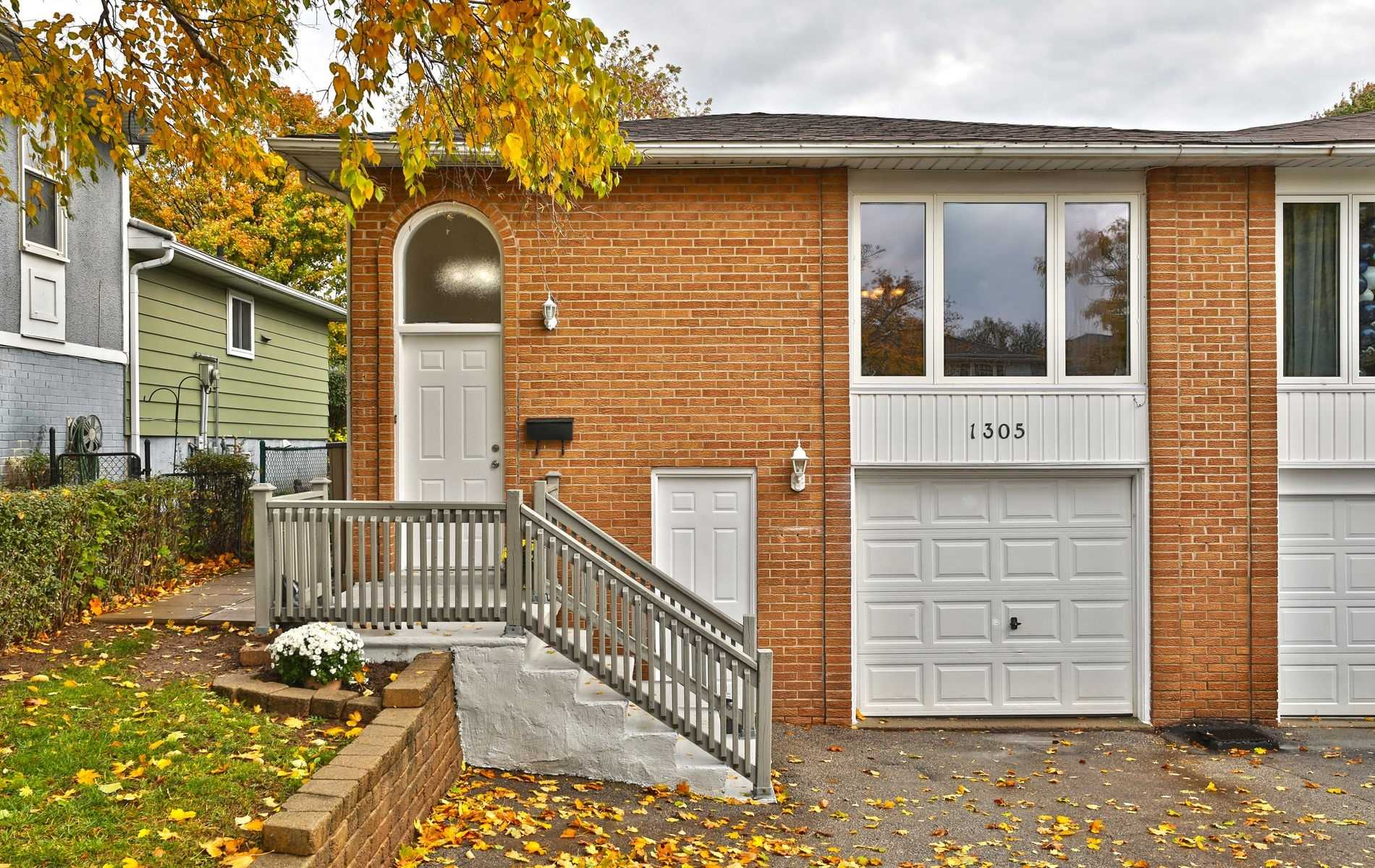 For Sale: 1305 Consort Crescent, Burlington, ON | 3 Bed, 2 Bath Townhouse for $729000.00. See 20 photos!