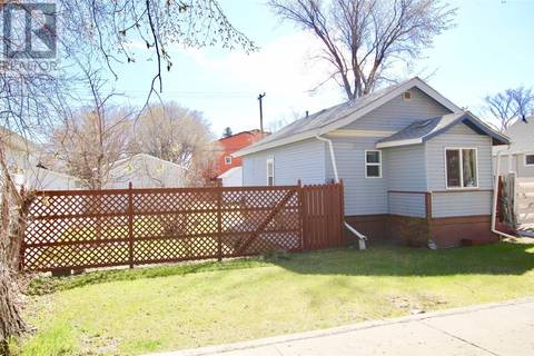 House for sale at 1306 B Ave N Saskatoon Saskatchewan - MLS: SK771137