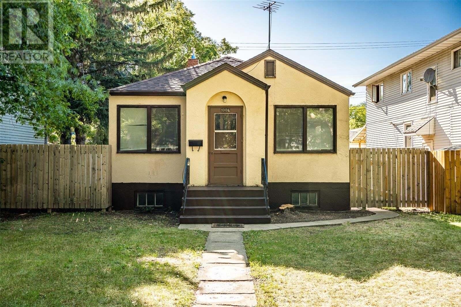 House for sale at 1306 Cairns Ave Saskatoon Saskatchewan - MLS: SK819725