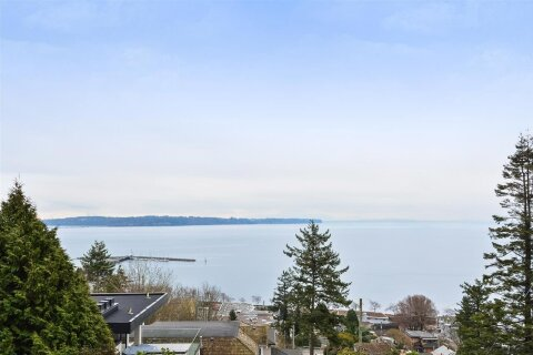 House for sale at 1308 Everall St White Rock British Columbia - MLS: R2508457