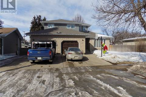 House for sale at 131 8th St Weyburn Saskatchewan - MLS: SK762829