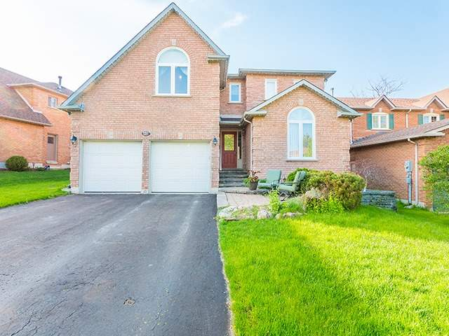 For Sale: 131 Nelson Circle, Newmarket, ON | 5 Bed, 4 Bath House for $974,900. See 20 photos!