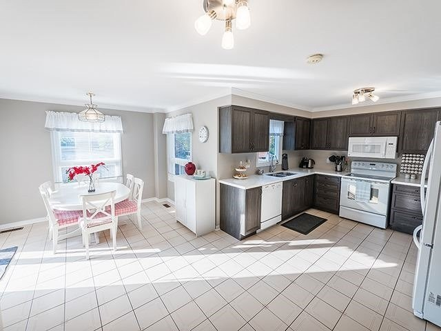 For Sale: 131 Nelson Circle, Newmarket, ON | 5 Bed, 4 Bath House for $879,900. See 19 photos!