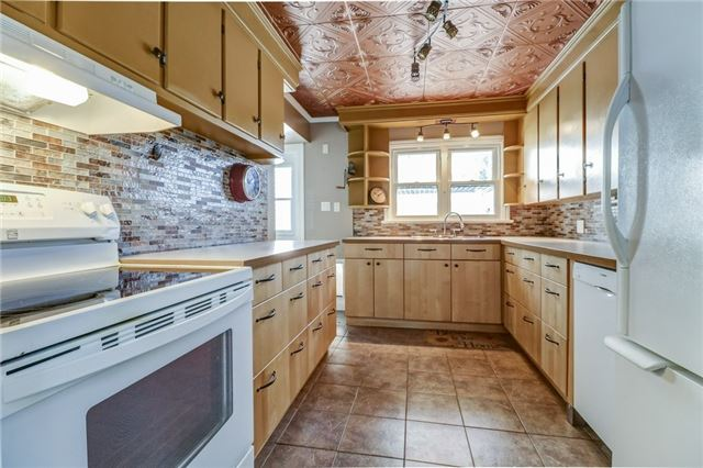 For Sale: 131 South Drive, St Catharines, ON | 3 Bed, 3 Bath House for $578,800. See 20 photos!