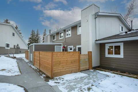 Townhouse for sale at 13104 Elbow Dr SW Calgary Alberta - MLS: A1051272