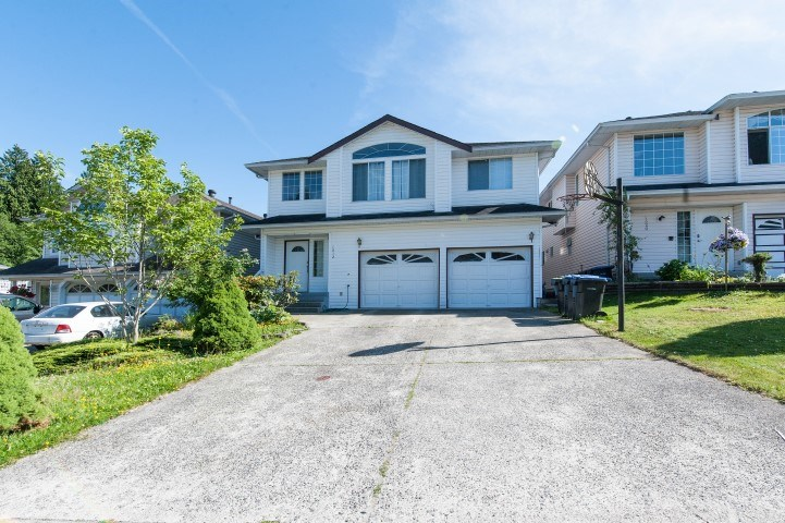 For Sale: 1312 Halifax Avenue, Port Coquitlam, BC | 6 Bed, 3 Bath House for $1,268,000. See 20 photos!