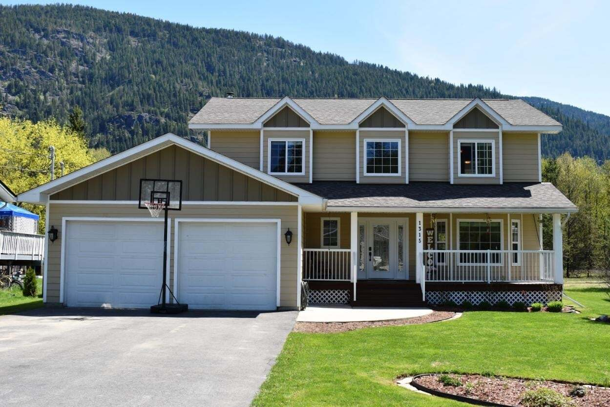 House for sale at 1315 Glendale Avenue  Salmo British Columbia - MLS: 2452203