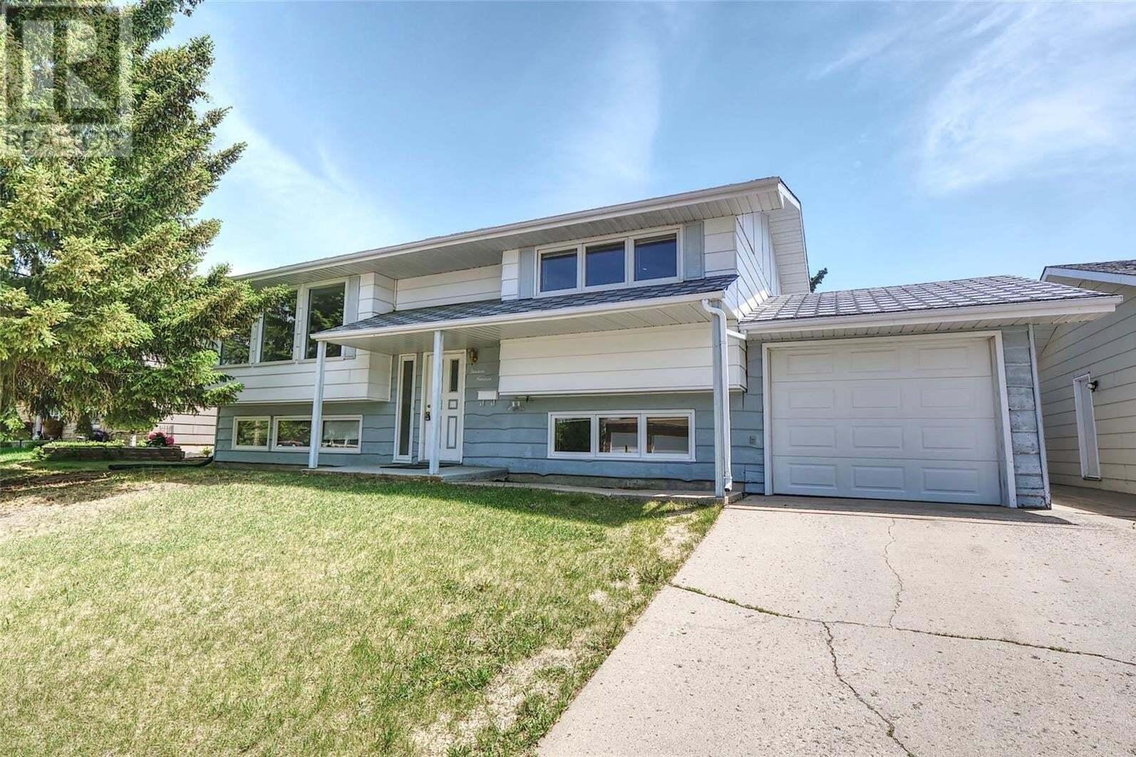 House for sale at 1319 Princess Cres Moose Jaw Saskatchewan - MLS: SK810210