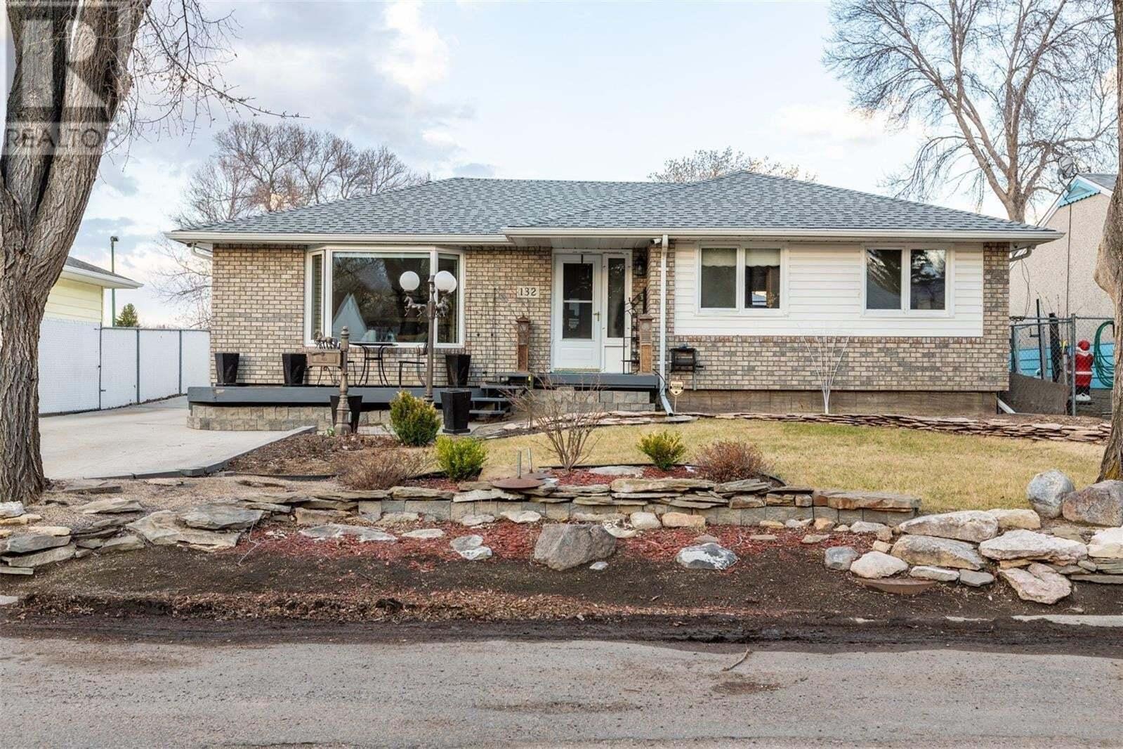 House for sale at 132 Mcnab Cres Regina Saskatchewan - MLS: SK825805