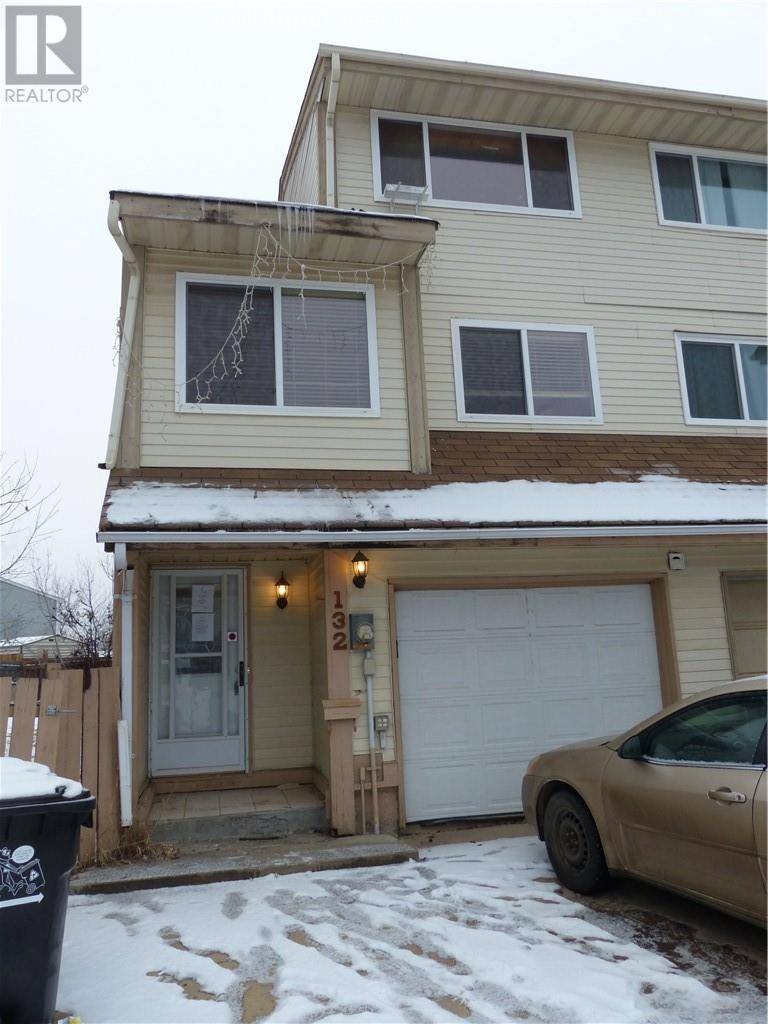 Townhouse for sale at 132 Williscroft Pl Fort Mcmurray Alberta - MLS: fm0190219