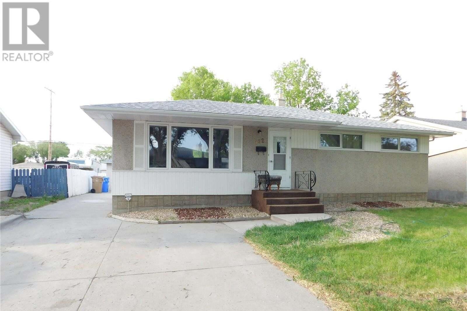 House for sale at 132 Woodward Ave Regina Saskatchewan - MLS: SK810515
