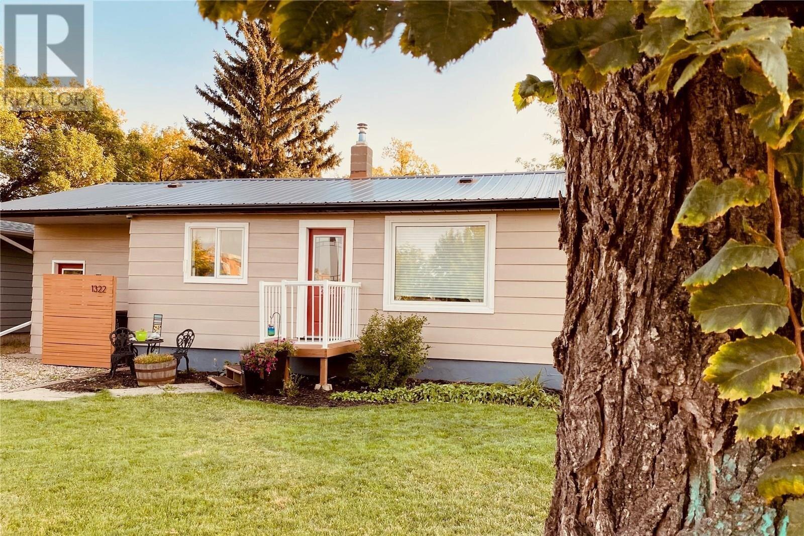 House for sale at 1322 9th St Estevan Saskatchewan - MLS: SK831427