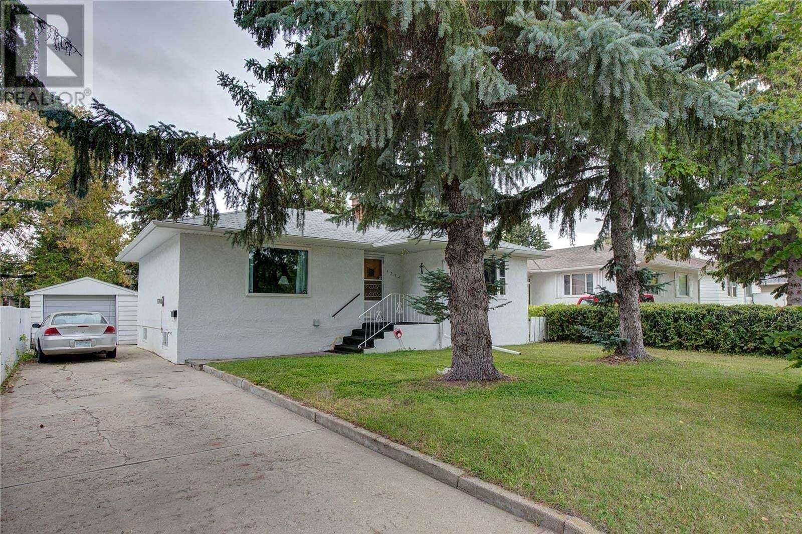 House for sale at 1324 14th St E Saskatoon Saskatchewan - MLS: SK827919