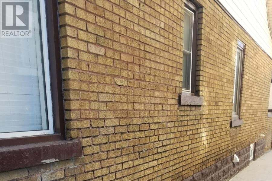 1326 Howard Avenue, Windsor | Image 2