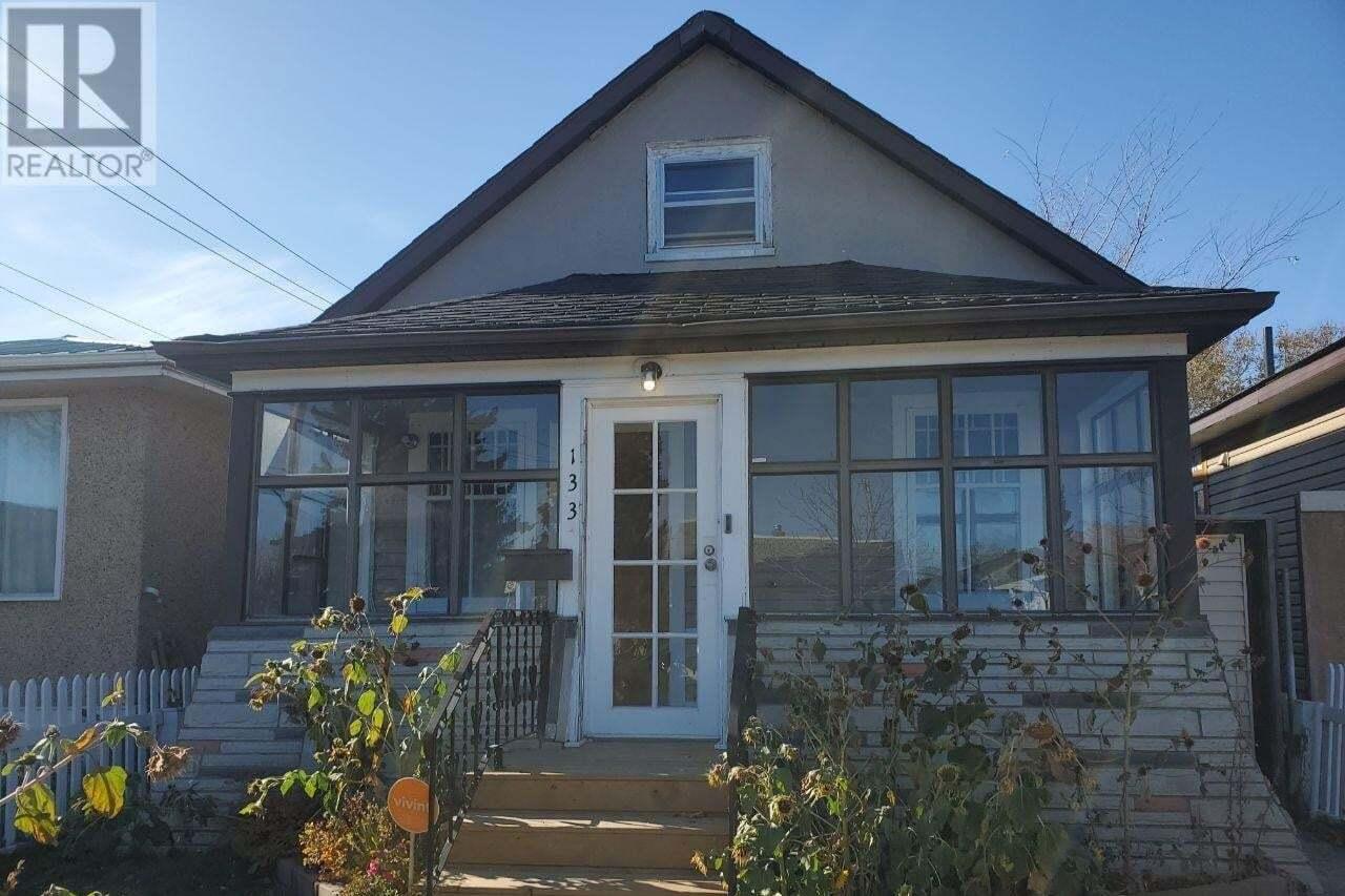 House for sale at 133 M Ave S Saskatoon Saskatchewan - MLS: SK827596