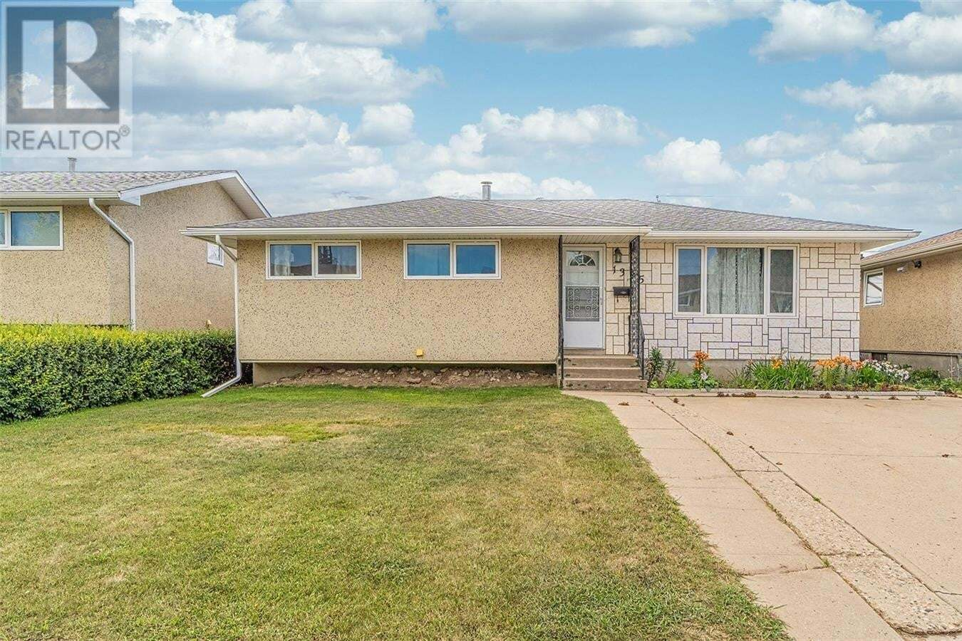 House for sale at 1335 Athabasca St W Moose Jaw Saskatchewan - MLS: SK819480