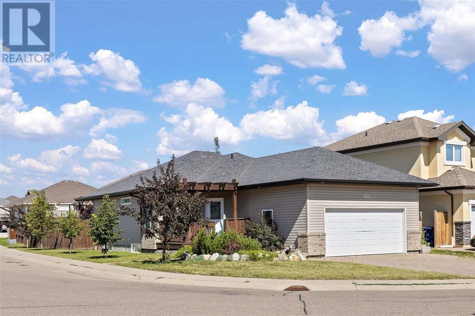 House for sale at 1335 Denham Cres Saskatoon Saskatchewan - MLS: SK819672