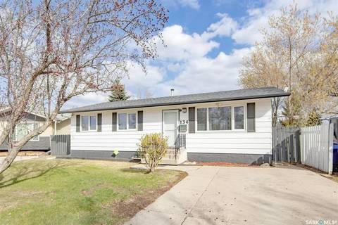 House for sale at 134 Douglas Cres Saskatoon Saskatchewan - MLS: SK808275