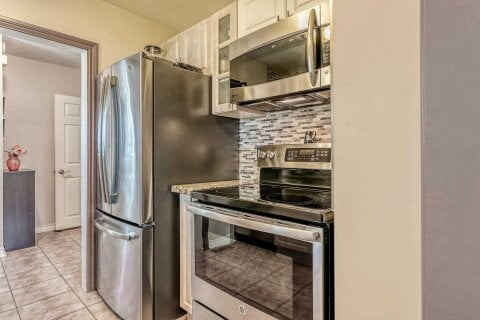 Condo for sale at 134 Town House Cres Brampton Ontario - MLS: W5002519