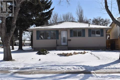House for sale at 134 Wardlow Cres Saskatoon Saskatchewan - MLS: SK804237