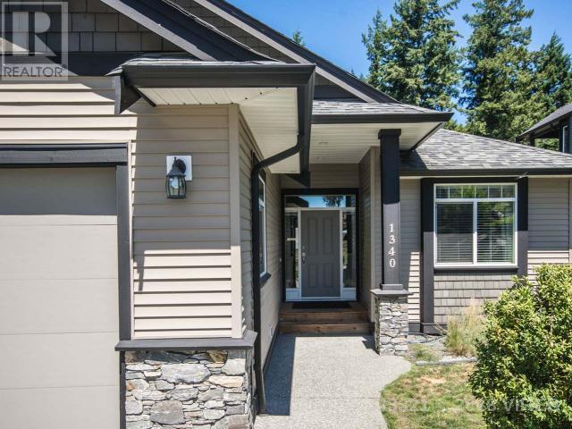 For Sale: 1340 College Drive, Nanaimo, BC   5 Bed, 4 Bath House for $788,800. See 32 photos!