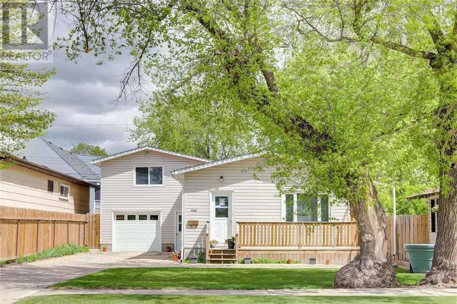 House for sale at 1340 E Ave N Saskatoon Saskatchewan - MLS: SK810035
