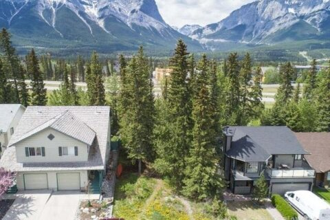 Home for sale at 135 Cougar Point Rd Canmore Alberta - MLS: AW52632