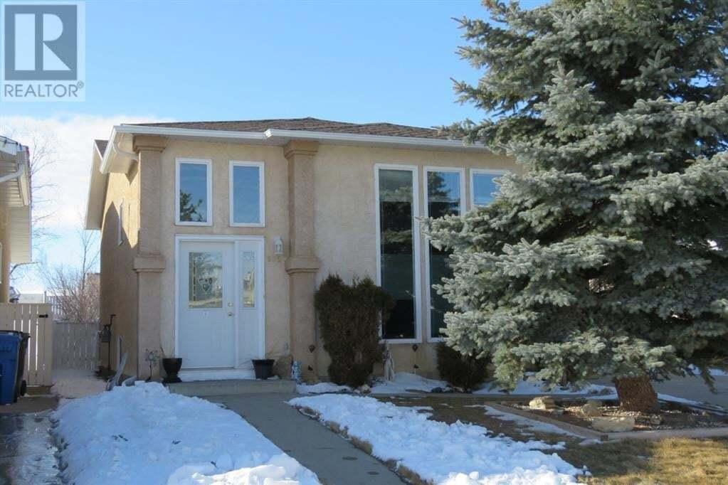 House for sale at 135 Mt Crandell Cres Lethbridge Alberta - MLS: A1003400