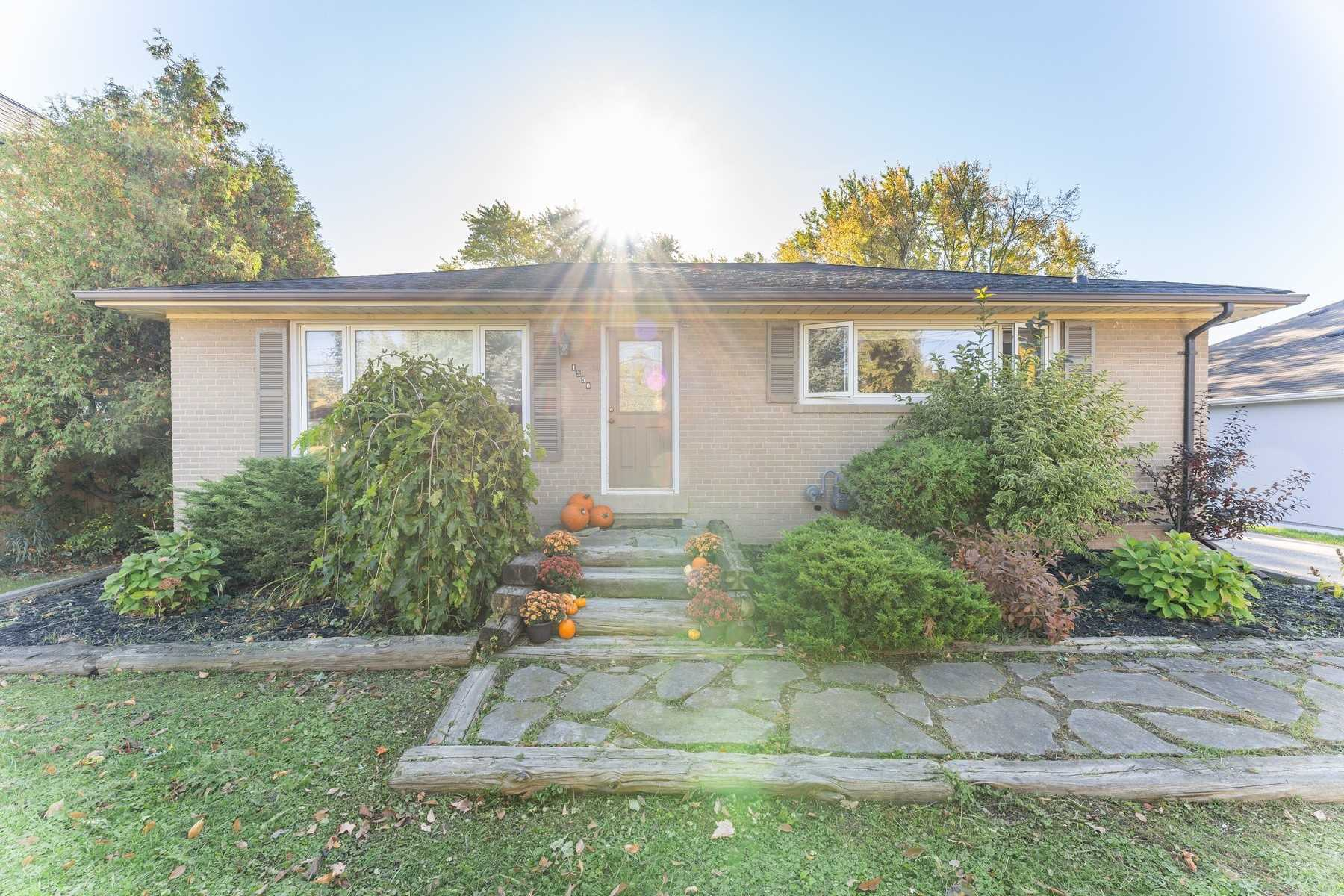 For Sale: 1350 Rebecca Street, Oakville, ON | 3 Bed, 2 Bath House for $1199000.00. See 16 photos!