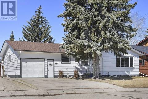 House for sale at 1351 Queen Cres Moose Jaw Saskatchewan - MLS: SK804918
