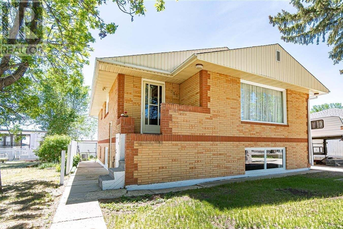House for sale at 1353 Montgomery St Moose Jaw Saskatchewan - MLS: SK811422