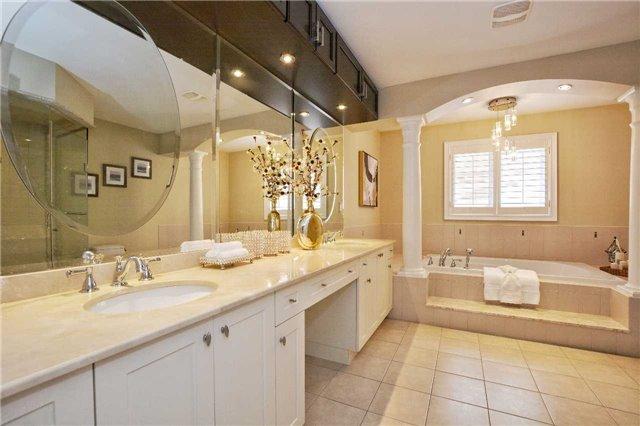 For Sale: 1354 Kestell Boulevard, Oakville, ON   4 Bed, 5 Bath House for $1,698,000. See 20 photos!