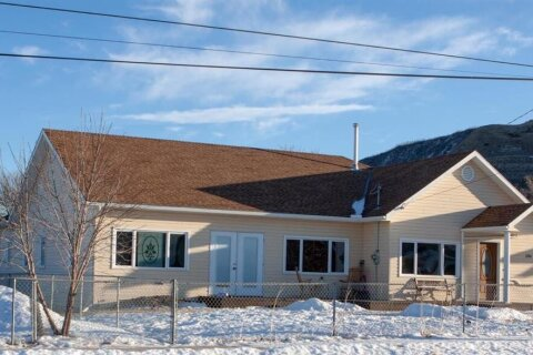 House for sale at 136 1 St Drumheller Alberta - MLS: A1046102
