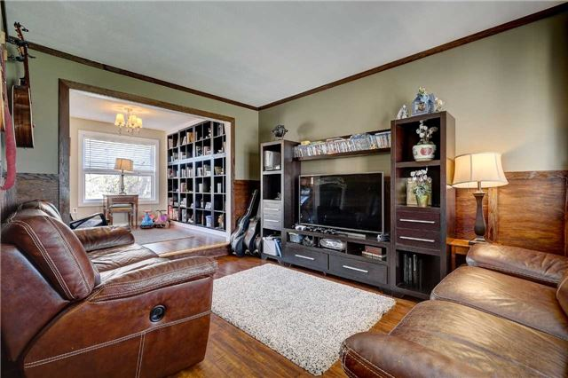 For Sale: 136 Country Lane, Barrie, ON | 3 Bed, 4 Bath House for $549,000. See 10 photos!