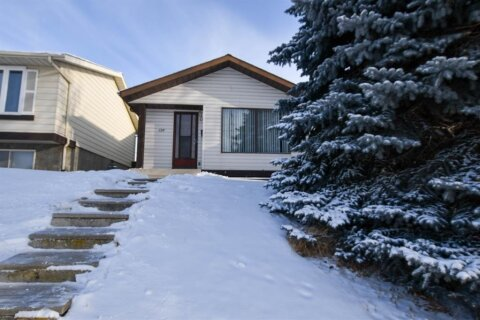 House for sale at 136 Edgedale Wy NW Calgary Alberta - MLS: A1044824